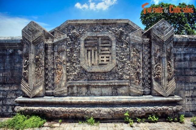 Ve trang le cua lang mo Duc Thanh Cung o Hue-Hinh-10