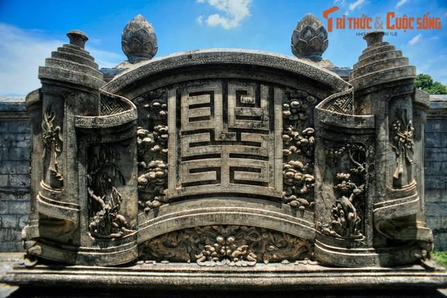 Ve trang le cua lang mo Duc Thanh Cung o Hue-Hinh-7